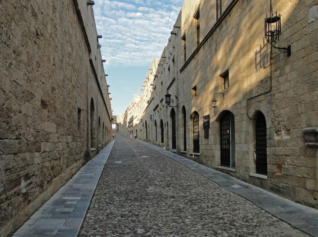 Street_of_Knights_(Rhodes)_01