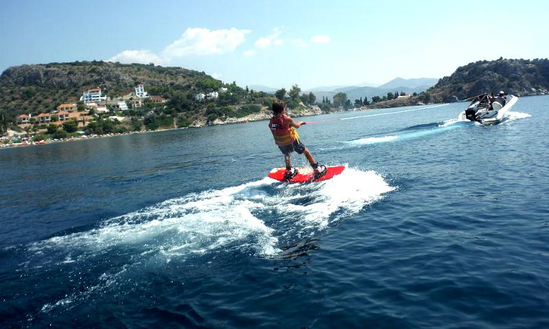 Sporturi nautice in Tolo