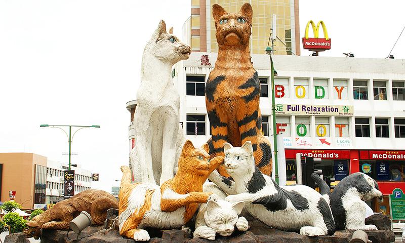 Statui cu pisici in Kuching