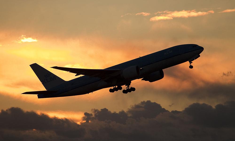 5 lucruri de care ai nevoie intr-un zbor lung