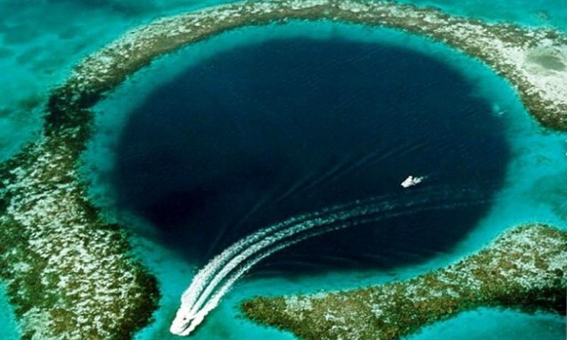 Marea Gaura Albastra, Belize
