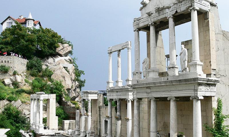 O parte din ruinele amfiteatrului