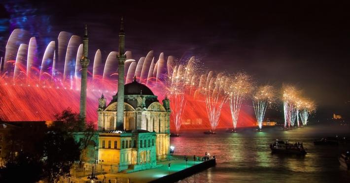 world-turkey-fireworks-on-istanbul-085798-1.jpg